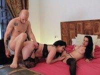The Spanish Threesome - VR Sex with Two Brunettes VirtualPorn360 María Bosé VR porn video vrporn.com