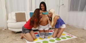 threesome reviews all lesbian vr3000 vr porn blog virtual reality